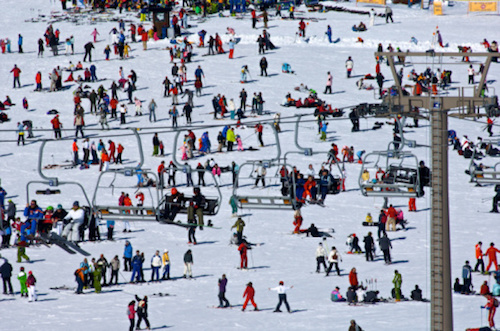 Very crowded ski resort